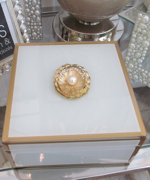 White,golden jewellery box with shell decor